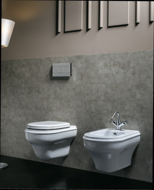 charme nostalgie toilette wandh ngend. Black Bedroom Furniture Sets. Home Design Ideas